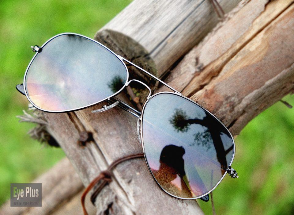 Kính râm và kẹp kính râm Eye Plus giúp chống nắng